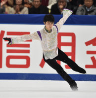Japanese figure skater Yuzuru Hanyu is seen during his free skate performance at the NHK Trophy competition in Nagano, on Nov. 28, 2015. (Mainichi)