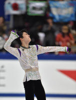 Japanese figure skater Yuzuru Hanyu celebrates after his free skate performance at the NHK Trophy competition in Nagano, on Nov. 28, 2015. (Mainichi)