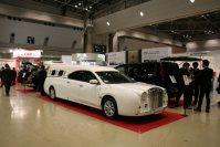 高級リムジンの霊きゅう車を造った自動車メーカーや仏壇店など、幅広い業種が出展した「エンディング産業展2015」=東京都江東区の東京ビッグサイトで2015年12月8日、中村美奈子撮影