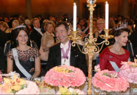 Takaaki Kajita, center, is seen at the banquet after the Nobel Prize Award Ceremony, with Sweden's Queen Silvia, right, and Princess Sofia, on Dec. 10, 2015. (Pool photo)