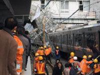 建設中のJR摩耶駅で倒壊した工事用の足場=神戸市灘区で2015年12月11日午後、原麻綾さん提供