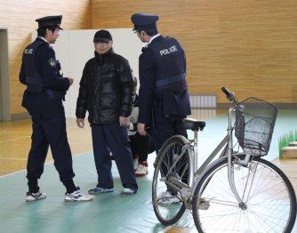 県警察学校:職務質問・通信指令...