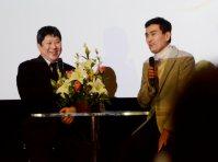 船津伝次平役の石原良純さん(右)も出席した最終回上映会=前橋市文京町2のけやきウォークで