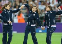 Homare Sawa, center, smiles at the medal ceremony after Japan won a silver medal in the women's soccer championship match after losing to the United States at the London Olympics, at Wembley Stadium on Aug. 9, 2012. (Mainichi)
