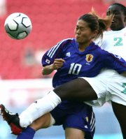 Homare Sawa, left, competes with a defender for the ball three minutes into a match between Japan and Nigeria at the Athens Olympics, on Aug. 14, 2004. (Mainichi)