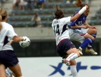 Homare Sawa, right, heads the ball in an international friendly on May 7, 2006. (Mainichi)