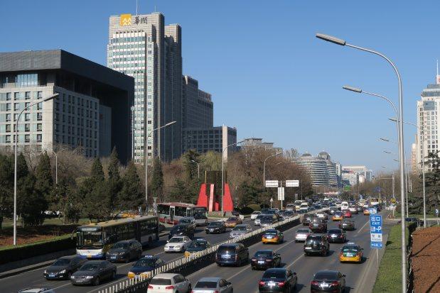赤色警報が解除された直後の北京市内は、青空が広がった=2015年12月10日