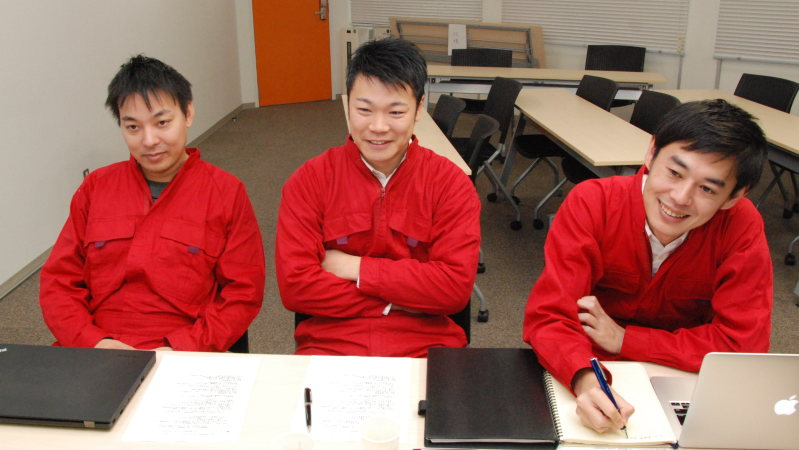 左からチャレナジーの清水社長、小山CTO、宮崎副社長