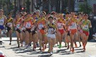 【2015全国高校駅伝男子】1区、力走する選手たち=2015年12月20日、三浦博之撮影