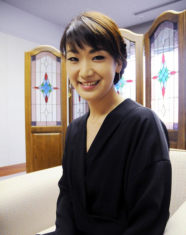 フェイス:期待の女性演歌歌手、市川由紀乃さん /大阪 - 毎日新聞