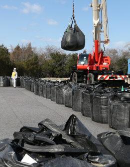 汚染土の中間貯蔵施設の用地買収に1346億円が計上された=福島県双葉町で双葉町で