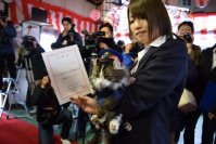 New feline stationmaster, Love, receives a letter of delegation at Aizu Railway's Ashinomaki Onsen Station, on Dec. 24, 2015, in Aizuwakamatsu, Fukushima Prefecture. (Mainichi)