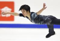 Figure skater Shoma Uno performs in the men's short program at the national championships at Makomanai Sekisui Heim Ice Arena in Minami Ward, Sapporo, on Dec. 25, 2015. (Mainichi)