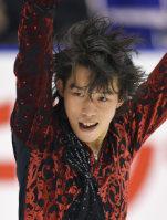 Figure skater Takahito Mura performs in the men's short program at the national championships at Makomanai Sekisui Heim Ice Arena in Minami Ward, Sapporo, on Dec. 25, 2015. (Mainichi)