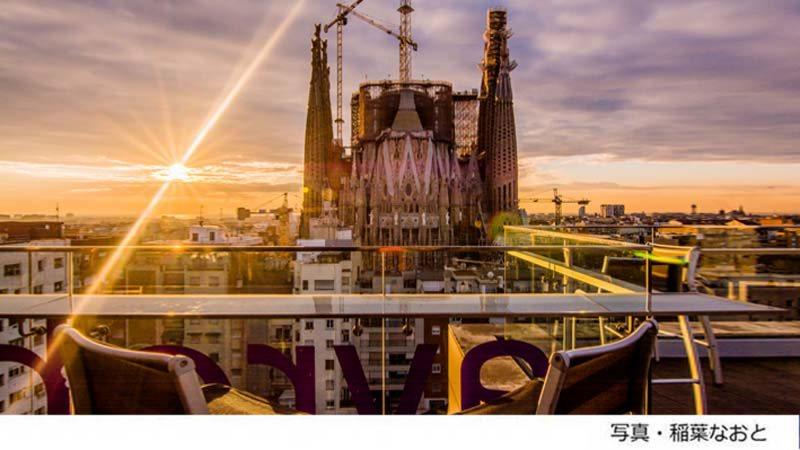 スペイン・バルセロナのホテル「アイレ ホテル ロセリョン」の屋上テラスから見たサグラダファミリア