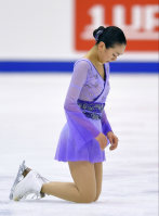 Figure skater Mao Asada kneels on the ice after finishing her performance at the Japan Figure Skating Championships 2015 on Dec. 27, 2015, in Sapporo. (Mainichi)