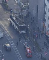 炎上した観光バス=東京都豊島区池袋で2015年12月28日午前9時59分、本社ヘリから