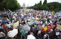 安保関連法案に反対し国会前を埋め尽くした人たち=2015年8月30日午後3時4分、後藤由耶撮影