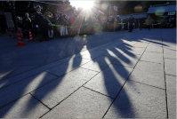 Visitors' shadows stretch as the sun sets in the west, at Meiji Jingu shrine in Shibuya Ward, Tokyo, on Jan. 1, 2016. (Mainichi)