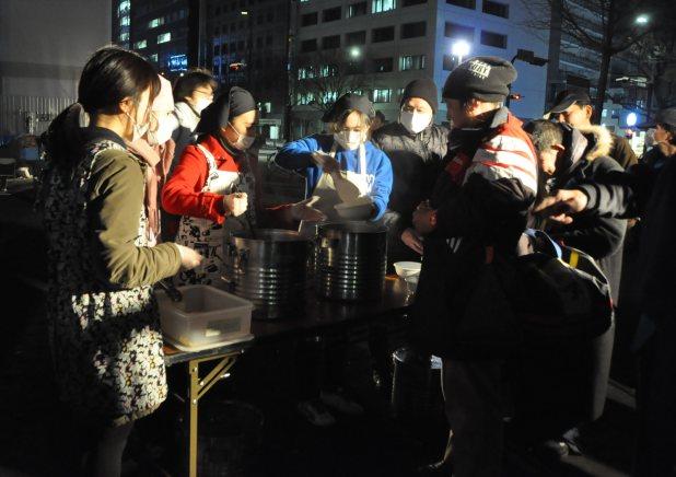 路上生活者への炊き出し=名古屋市内で