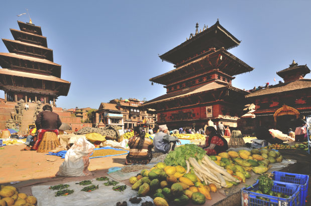 ネパール・カトマンズのストリートマーケット=2010年11月撮影