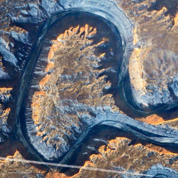 NASA:アルファベット? 衛星画...