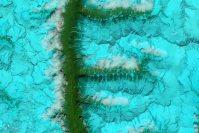 【F】2014年8月4日、チベット南東部の山脈=NASA提供