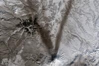 【V】2015年3月23日、ロシア・カムチャツカ半島の活火山、シュベルチ火山=NASA提供
