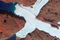 【X】2012年8月7日、グリーンランドの氷河=NASA提供