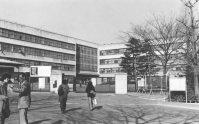 筑波大学となって筑波研究学園都市に移転し、3月いっぱいで106年の歴史を閉じ廃校となる東京教育大学の正門=東京都文京区で1978年1月24日撮影
