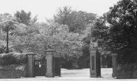 学習院大学の正門=東京豊島区で1953年8月撮影