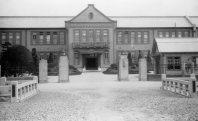宮城・仙台の第二高等学校(旧制)正門=1940年8月撮影