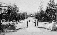 早稲田大学の正門=1922年撮影