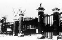 東京外国語学校(現・東京外国語大学)の正門=1935年6月撮影