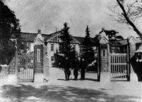 群馬大工学部の正門=群馬県桐生市で1939年2月撮影