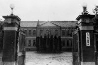 金沢大学理学部。1968年から石川県郷土資料館。戦前は第四高等学校(旧制)だった=金沢市で1957年12月撮影