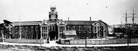 神戸高等商船学校(現・神戸大学海事学部)の正門=神戸市で1929年5月撮影