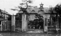 京都高等蚕絲学校(現・京都工芸繊維大学)正門=京都市で1934年3月撮影