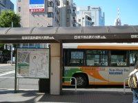 JR御茶ノ水駅の前にあるバス停=銅崎順子撮影