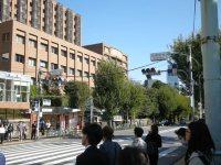 右手には東京メトロ御茶ノ水駅の出入り口がある=銅崎順子撮影