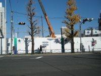 目白駅前の通りは目白通り。日本女子大の案内も=銅崎順子撮影