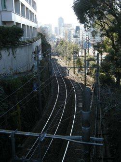 都電荒川線。新宿方面を望む=銅崎順子撮影