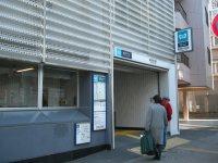 日本女子大に向かって左側に東京メトロ副都心線雑司が谷駅入り口=銅崎順子撮影