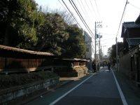 住宅街の中を進む=銅崎順子撮影