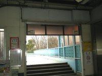 東京農工大に行くには左側の出口へ=銅崎順子撮影