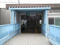 JR北府中駅。手前は横断歩道=銅崎順子撮影