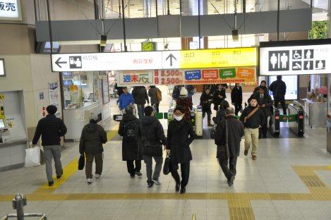 西荻窪駅改札=垂水友里香撮影