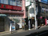 西武多摩川線多磨駅の改札を出たところ=銅崎順子撮影