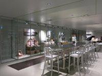地下道からは地下1階の学生ホール「B-ICHI」と直結。生協売店が隣接し、食事もできる=中根正義撮影
