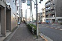 五日市街道を進む=垂水友里香撮影